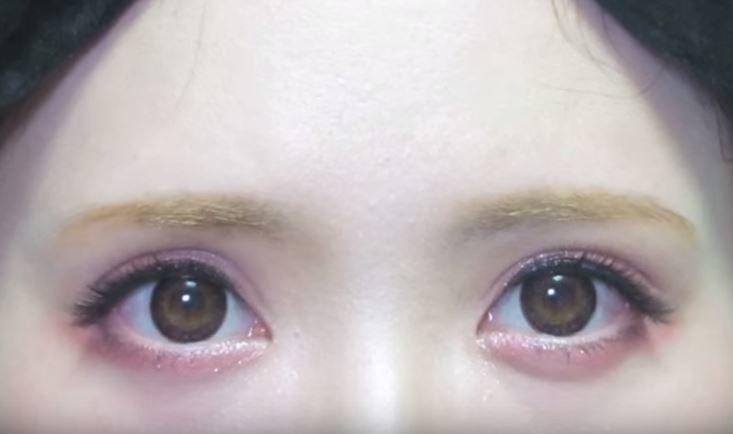 フチありのデカ目のカラコン. 画像出典:うさぎメイク♡Rabbit Makeup