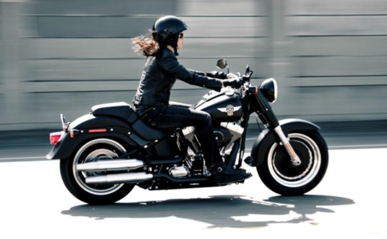 今回は、そんな女性ライダーにあこがれる女子へ! おすすめのバイクとアドバイスをご紹介します!